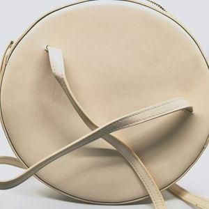 💫Host Pick💫 Ladies Circle Bag Cream & with Gold